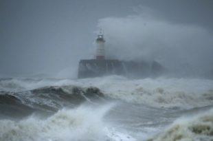 """Најмање пет жртава """"супер олује"""" која хара Европом (видео)"""