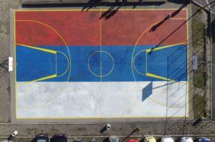 Пљеваљски комуналци одбили наређење полиције да префарбају тробојку (видео)