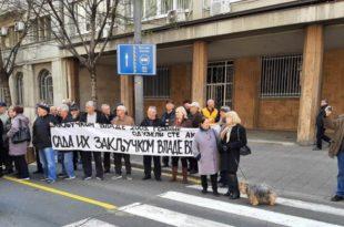 Пензионерка ПKБ-а штрајкује глађу испред кабинета Вучића