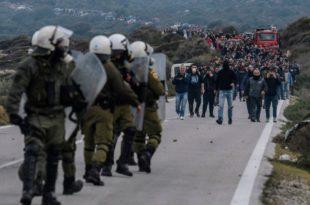 Хаос на граници: Грчка полиција одбија инвазију миграната и Турака, Грци на острвима пале све мигрантско (видео)