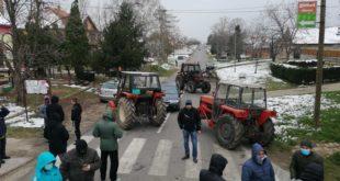 Полиција растерала народ у Делиблату који је протестовао против насељавања миграната у село