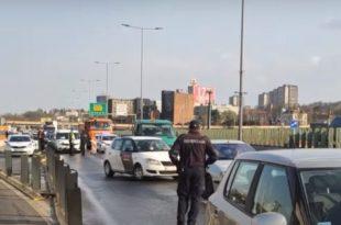 Београд: Полиција блокирала Газелу – пописују возаче (видео)