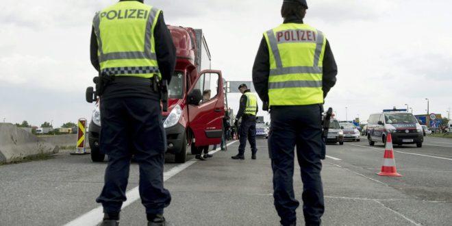Аустрија шаље полицајце и псе на мађарско-српску границу