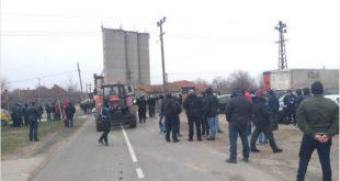 После протеста мештана и огромног притиска јавности мигранти одвезени из Делиблата