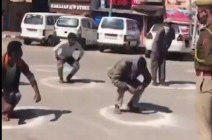 Индија: Кога полиција ухвати да крши карантин за казну ради чучњеве (видео)