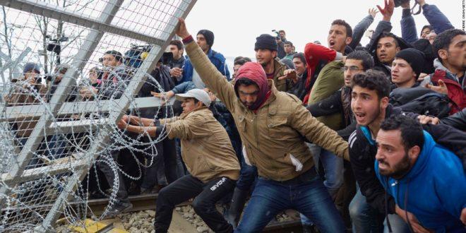 Општи хаос: Грци гађају мигранте, Турци грчку границу (фото, видео)