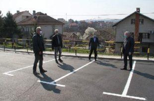 ДЕБИЛИЗАМ! Државни секретар МУП-а Миличковић са напредњацима свечано отворио паркинг у Раковици