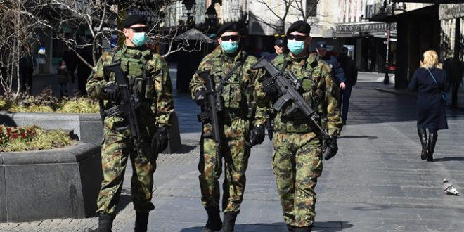 Војна полиција са дугим цевима на улицама Београда и Новог Сада