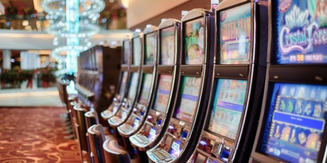 Отворене кладионице и коцкарнице уз прописане мере заштите, цркве и даље затворене