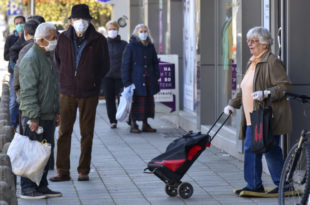 Проф др Комазец демонтирао Вучићеву економску превару: Опет ће украсти пензије! (видео)
