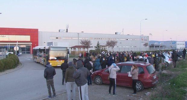"""Радници """"Јуре"""" у штрајку, одбијају да уђу у хале: Забринути за здравље јер је један колега заражен вирусом корона"""