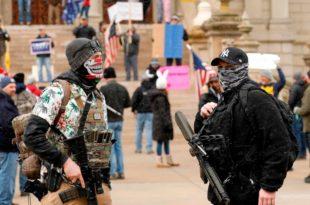САД: Наоружани демонстранти траже престанак наредбе о карантину због коронавируса! (видео)