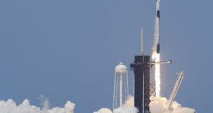 SpaceX ланисрао капсулу са астронаутима НАСА у космос