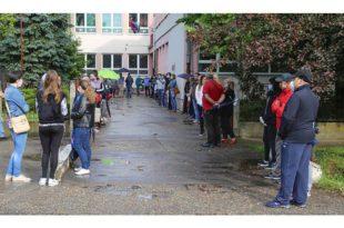 Директорка школе смењена: Одбила да скупља потписе за Вучића