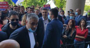 """ПРОРАДИЛИ ГЕНИ Чеда се изнервирао због протеста Двери испред скупштине : Идите код """"Џ""""иласа (видео)"""