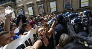 РИМ: ВИРУС ЈЕ ПРЕВАРА, гладни смо, оставили сте нас да умремо! (видео)