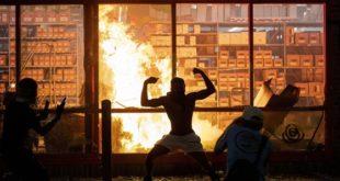 Друга ноћ сукоба полиције и демонстраната у Минеаполису (видео)