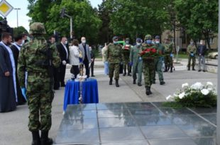 Ваљевци одали пошту пилоту-хероју: Обележена годишњица погибије Миленка Павловића