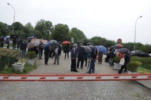 Бивши радници и пензионери ПKБ-а започели блокаду у Падинској Скели