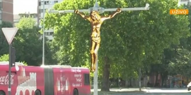 Београђани у неверици: Исус Христ разапет на бандери!