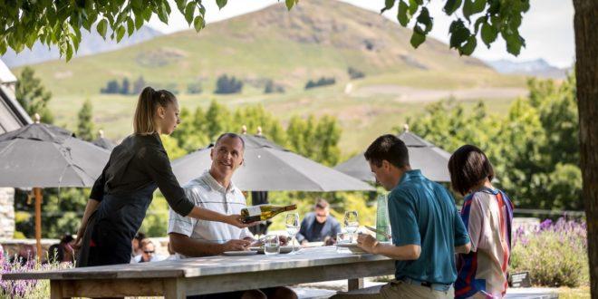 ЗБОГ МЕРА КРИЗНОГ ШТАБА Без посла остаје и до 64.000 људи у ресторанима и кафићима?