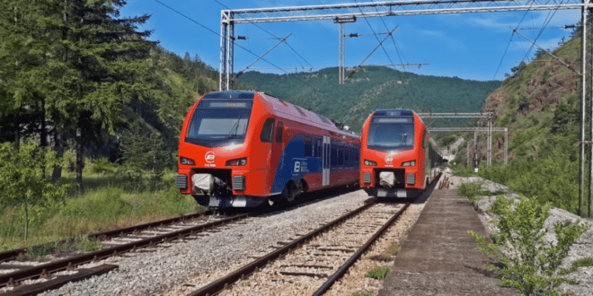 Група миграната каменовала воз, док је пролазио кроз Бању Kовиљачу!