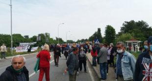 Протест пензионера ПКБ: Полиција није дозволила да блокирају сва три улаза