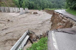 Због изградња минихе Брусник вода однела магистрални пут Ариље-Ивањица