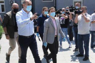 Плаћеници напредног режима скидали умрлице пред посету Ане Брнабић Новом Пазару (видео)