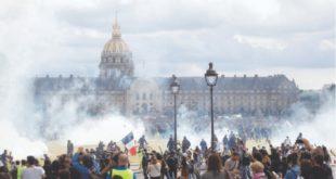 """Париз: Жестоки протести здравствених радника, прикључили су им се """"Жути прслуци"""" (видео)"""