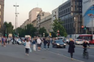 Уживо – Народ блокирао центар Београда због Вучевић мера, долази све више људи! (ВИДЕО)