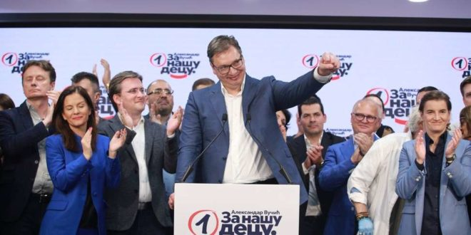 """Последњи је час да се и Србија очисти од """"створења из мочваре"""", од Вучића, његових кумова, рођака и саучесника"""