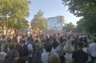 Народ из Новог Сада и Чачка кренуо ка Београду, протести и у Крагујевцу! (видео)