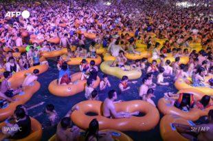 Кинези из Вухана отровали читав свет и док десетине хиљада људи још умиру они праве журке (видео)