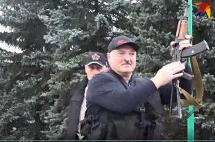Белорусија: Александар Лукашенко наоружан стигао у своју резиденцију (видео)