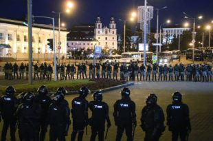 Лукашенко не узмиче: Хапси организаторе протеста, у Бресту полиција користила и праве метке (видео)