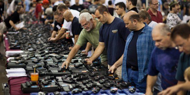 Американци се наоружавају у сусрет изборима