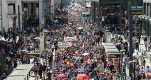 Велики анти-корона протести у Берлину (видео)
