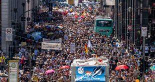За викенд на улицама Немачке више од МИЛИОН људи, левица и десница против вакцина и короне! (видео)