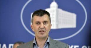 Веселиновић пита Ђорђевића колико су српске деце странци усвојили и одвели из Србије у његовом мандату