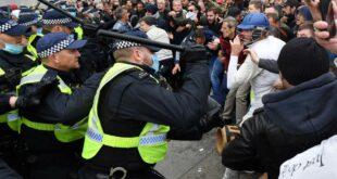 У цивилизованом Лондону млате мирне учеснике протеста против обавезне вакцинације и маски (видео)