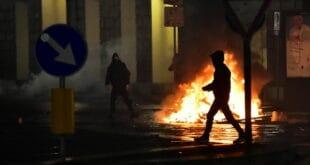 МАСОВНИ ПРОТЕСТИ широм ЕУ против нових корона мера трају већ данима (видео)