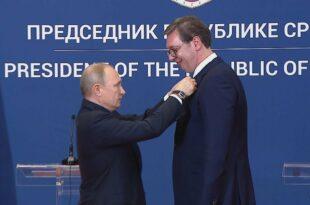 Српски интелектуалци траже од Путина да одузме Вучићу орден