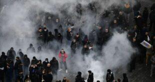 Хаос у Чешкој због корона мера: Воденим топовима на демонстранте, има повређених (видео)