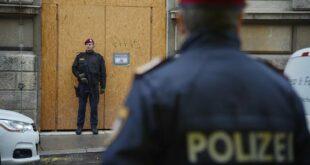 Турци упали и демолирали цркву у Бечу као знак подршке француским исламским терористима и главосецима
