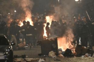 ГОРЕ УЛИЦЕ НАПУЉА: Хиљаде устале против корона мера, жестоки сукоби са полицијом (видео)