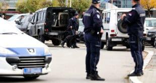 Нови Сад: Због саркастичног коментара на Фејсбуку ухапшен на сред улице пред малом децом