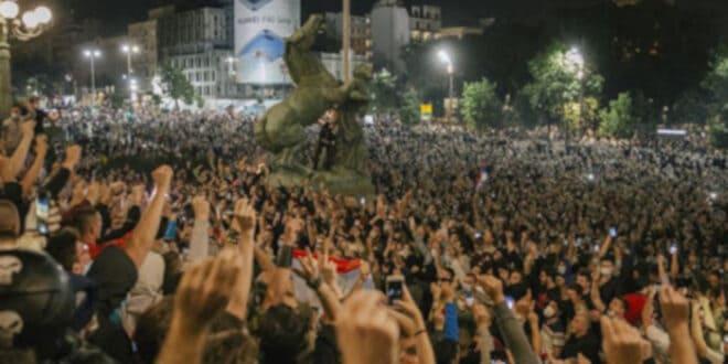 До последњег метка: Битку за демократију и слободу морамо добити сами