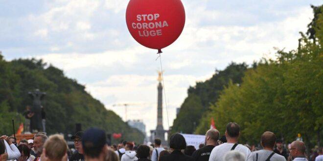 БУНТ НАРОДА ШИРОМ ЕВРОПЕ Почела глобална револуција против маски и корона мера