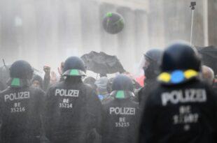 Фрка у Берлину! Ко је пустио демонстранте у Бундестаг? (видео)